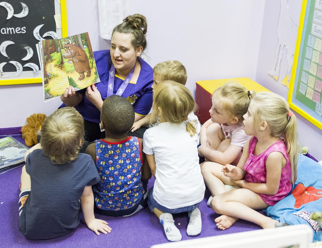 Children reading gruffalo